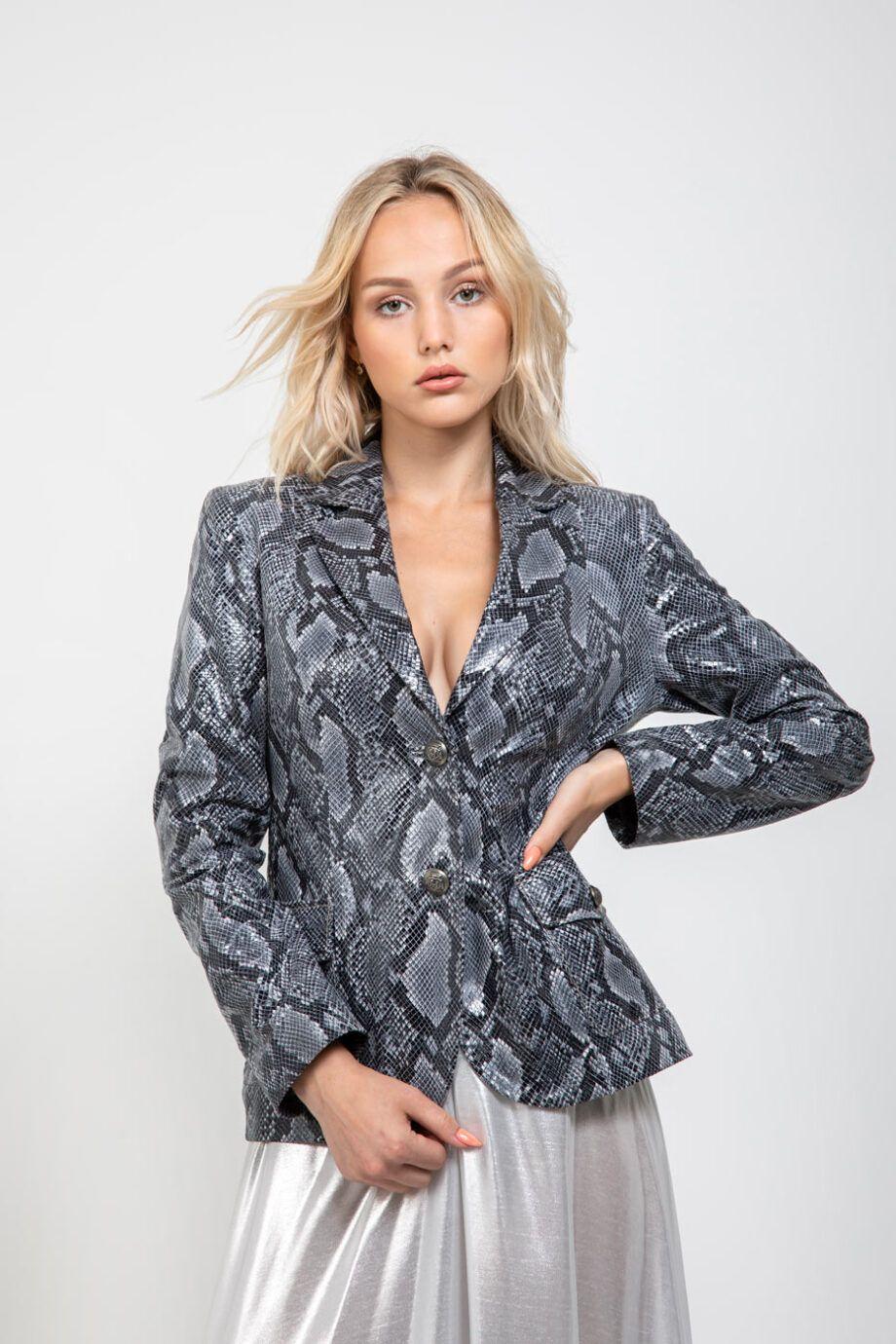 chaqueta blazer cuero animal print