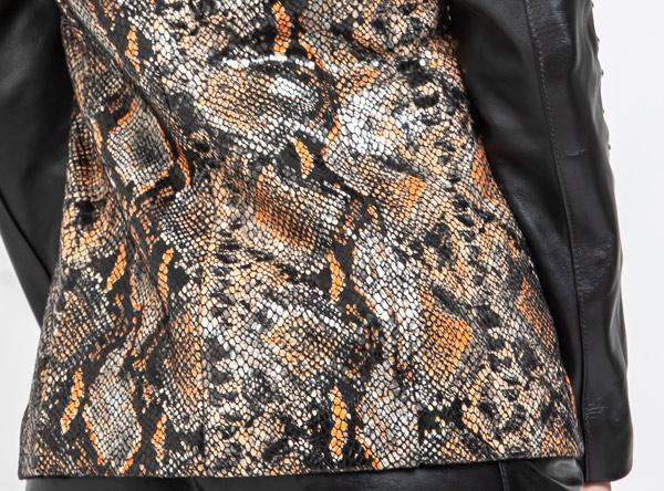 chaqueta de cuero grabado serpiente