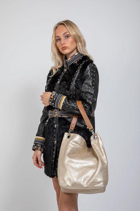 combinar abrigo de cuero