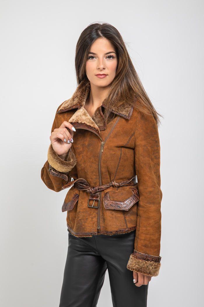 combinar chaqueta marron