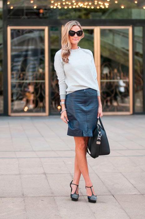 combinar falda de cuero para el trabajo